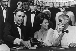Sean Connery / James Bond, speelt Baccarat i Casino Royale